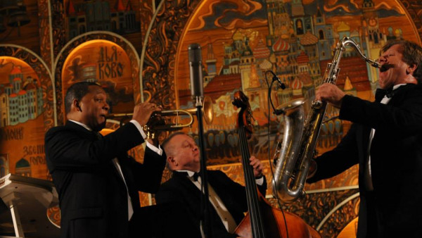 Wynton and Igor Butman receiving The American-Russian Cultural Cooperation Foundation's Award