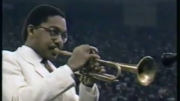 Wynton Marsalis plays National Anthem at Super Bowl XX, 1986