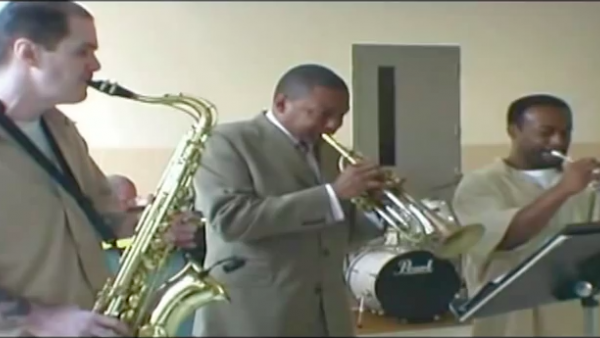 Wynton Marsalis visiting the New Jersey State Prison