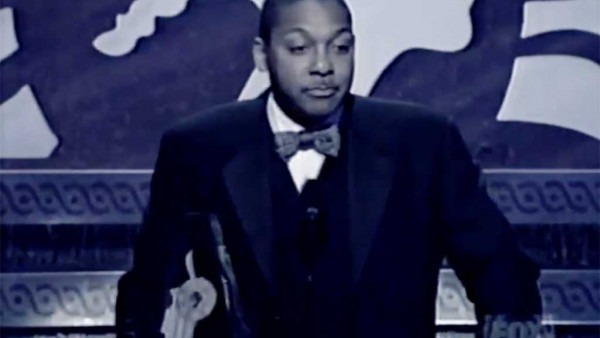 Wynton Marsalis receives Essence Award 1998 from Ed Bradley